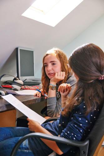 Cambridge Student Duo Females Computer Room